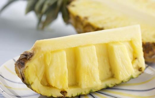 享受菠萝的好滋味 妙法巧解决吃菠萝舌头不舒服【柒