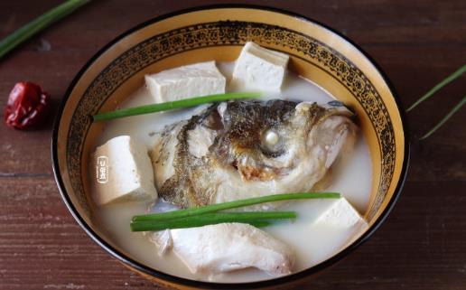 鱼头豆腐是杭州名菜 鱼头豆腐与乾隆的故事【墨晔】