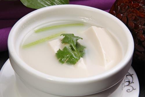 夏季补水就喝养生汤 有菜有肉有豆腐预防中暑【凉墨
