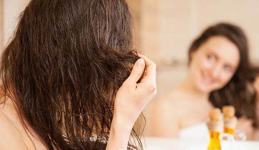 预防脱发的8个小技巧 合理饮食很重要【垂眸】